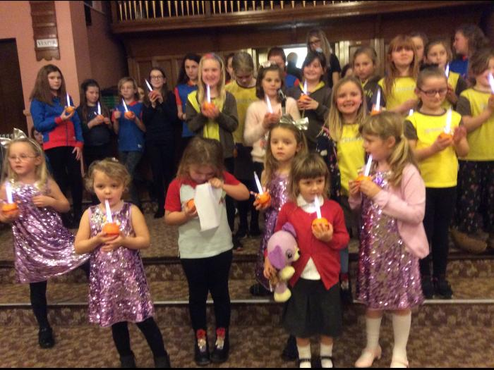 Guiding Christingle at Wombwell